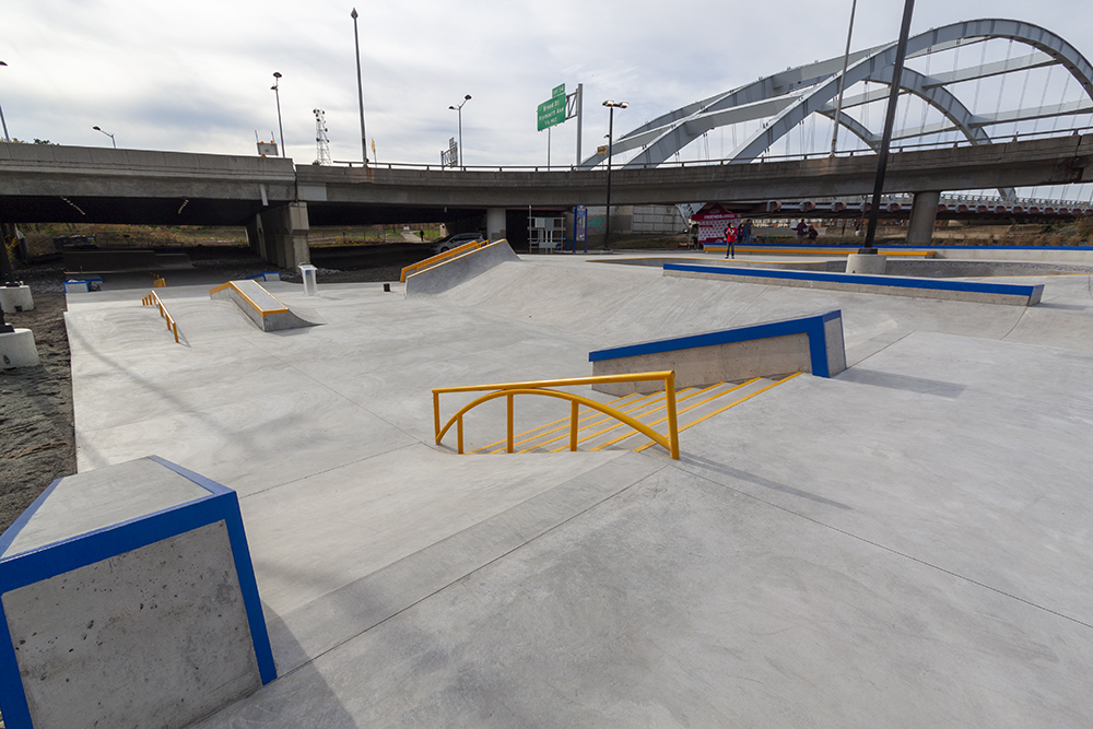 Overview of the street section , rails, banks, and small hubbas